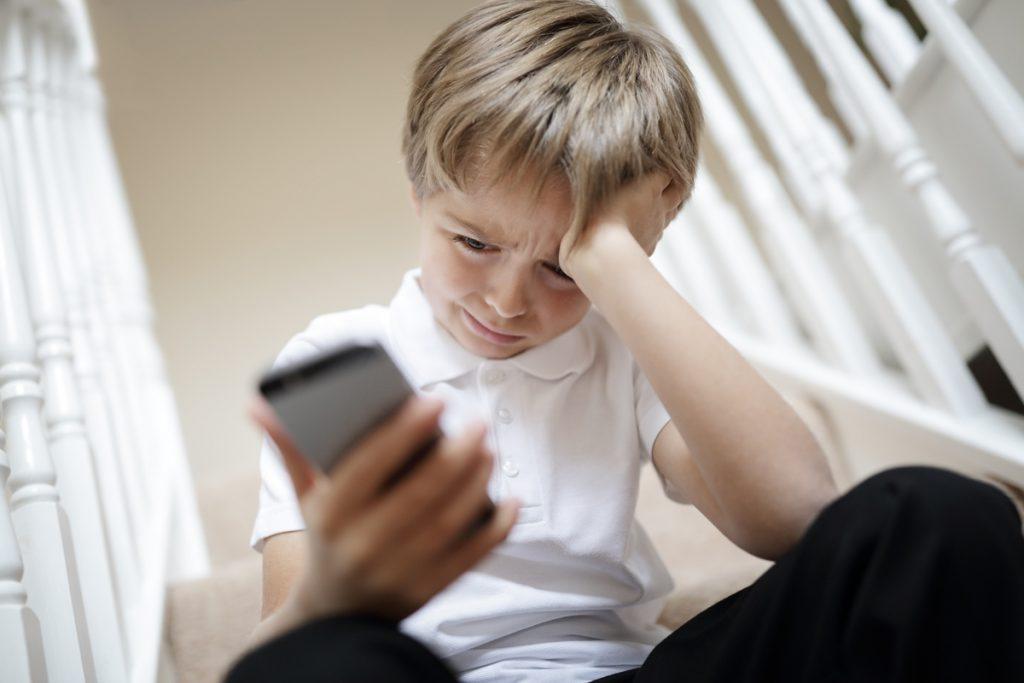 enfant face au cyberharcèlement