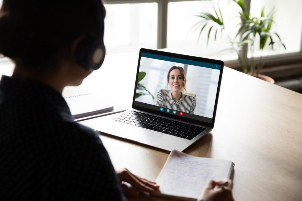entretien en ligne webcam avec agent CAF